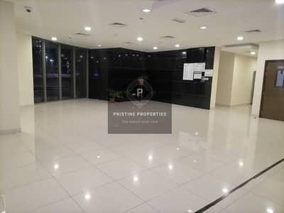 شقة 2 غرفة نوم للايجار في الروضة، أبوظبي - Balcony with community View  2 Bed Room and Maid room For Rent at Al Rawdah