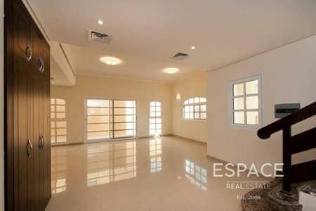 3 Bedroom Villa for Sale in Dubai Sports City, Dubai - Vacant on Transfer Middle Unit - 3 Beds