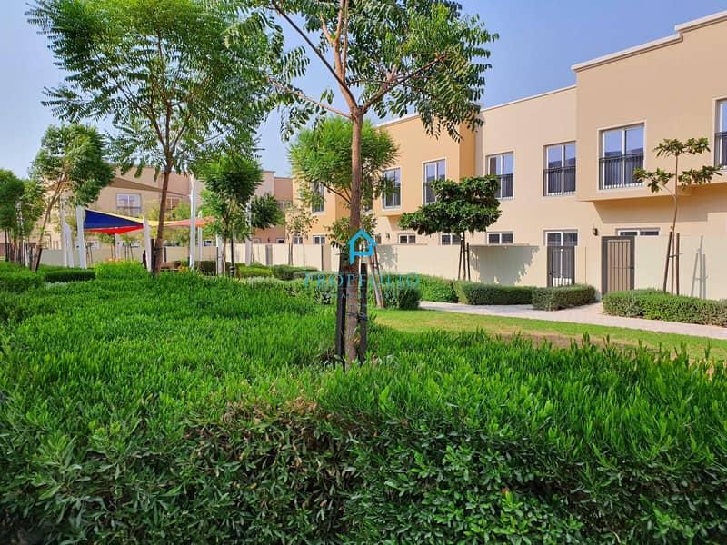 POOL VIEWI Single Row I Private Garden I Brand New