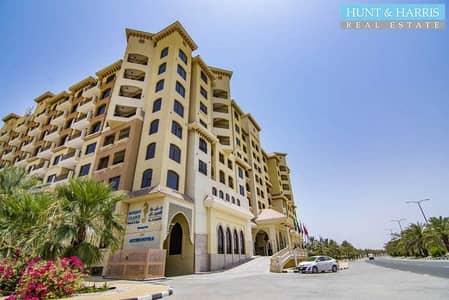 شقة فندقية  للبيع في جزيرة المرجان، رأس الخيمة - Resort Style Living - Includes pool & gym - Well maintained