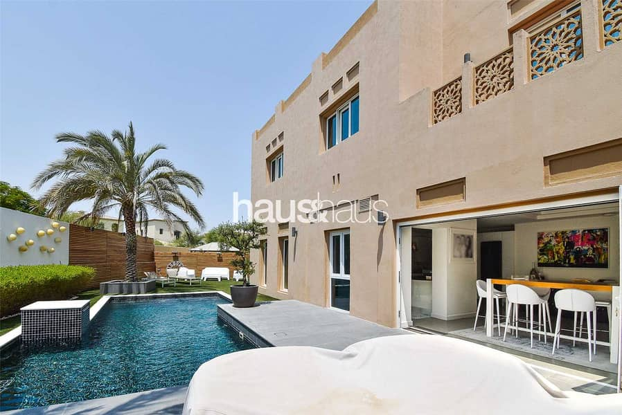 Stunning immaculate upgraded and extended villa.