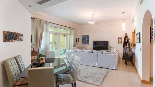 2 Bedroom Flat for Sale in Palm Jumeirah, Dubai - Superb unit   Vacant on transfer   Close to Mall