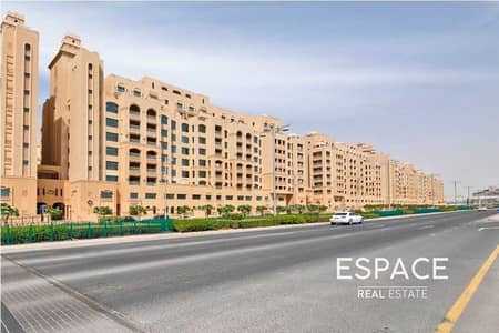 1 Bedroom Flat for Sale in Palm Jumeirah, Dubai - Tenanted   Great Investment   West Beach