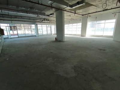 محل تجاري  للايجار في أبراج بحيرات الجميرا، دبي - Retail shop for rent in jlt , mazaya business avenue tower