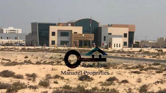 ارض تجارية  للبيع في القراين، أم القيوين - قطعة ارض للبيع سكني تجاري G + 5 بمنطقة القراين 1 بام القيوين زاوية شارعين قار .