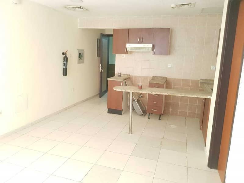 شقة في أبراج اللوز جاردن سيتي 1 غرف 13000 درهم - 5325655