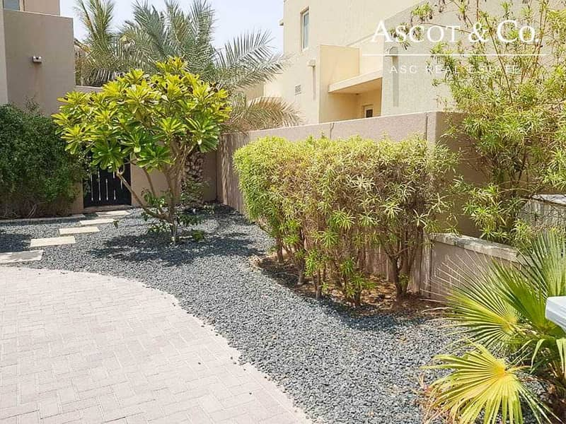 2 WELL MAINTAINED PARK BACKING LANDSCAPED 