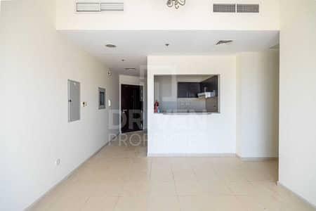 فلیٹ 2 غرفة نوم للايجار في ليوان، دبي - Bright Apt | Open view | W/ Laundry Room