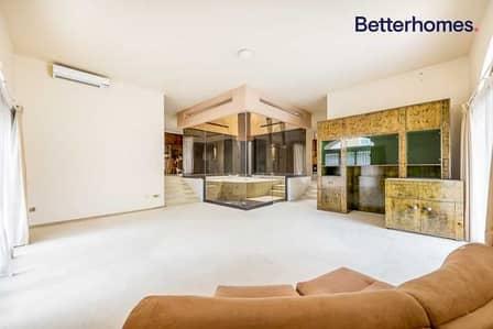 4 Bedroom Villa for Sale in Jumeirah, Dubai - Corner Plot   Investor Deal   Ready to Renovate