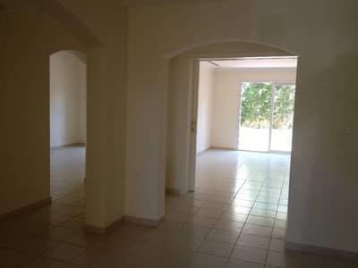 Good Price for 5 bedrooms maids room Villa in Meadows Call 800 CSRE