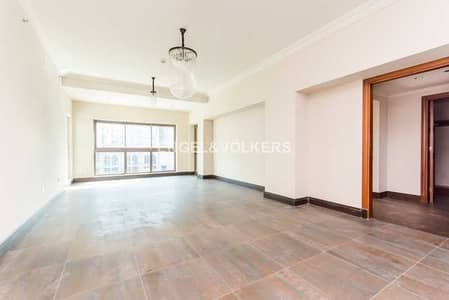 2 Bedroom Apartment for Sale in Palm Jumeirah, Dubai - Upgraded   Tenanted   Maids Room   Low Floor