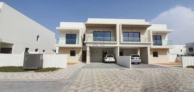 تاون هاوس 4 غرف نوم للايجار في جزيرة ياس، أبوظبي - Amazing 4BR+Maidroom   Large Terrace With Community View !