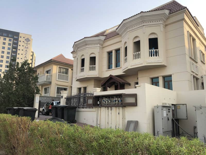 17 3 Bed + Mujlis + Store Room 3 Attach Bath /// Private Entrance // Ready to move