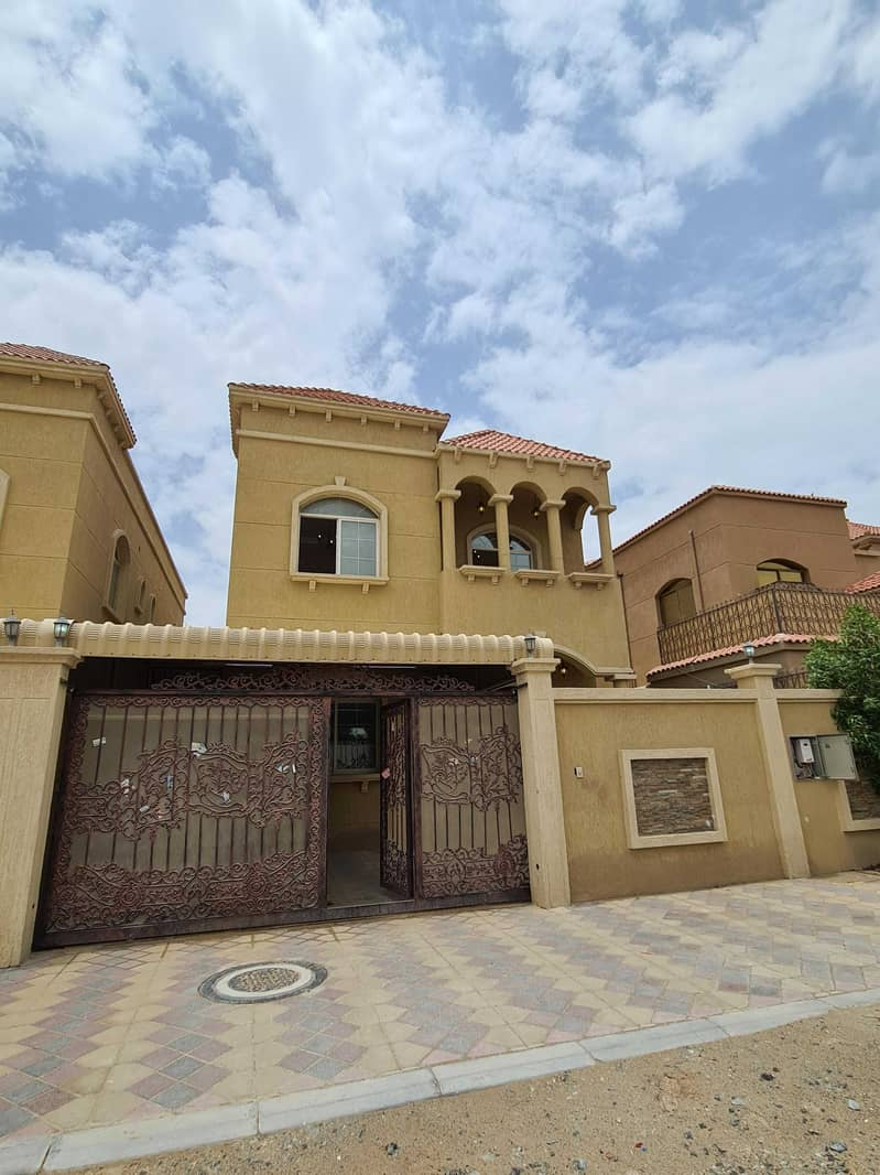 Without down payment and at a negotiable price, a modern design villa with a very large land and building are.