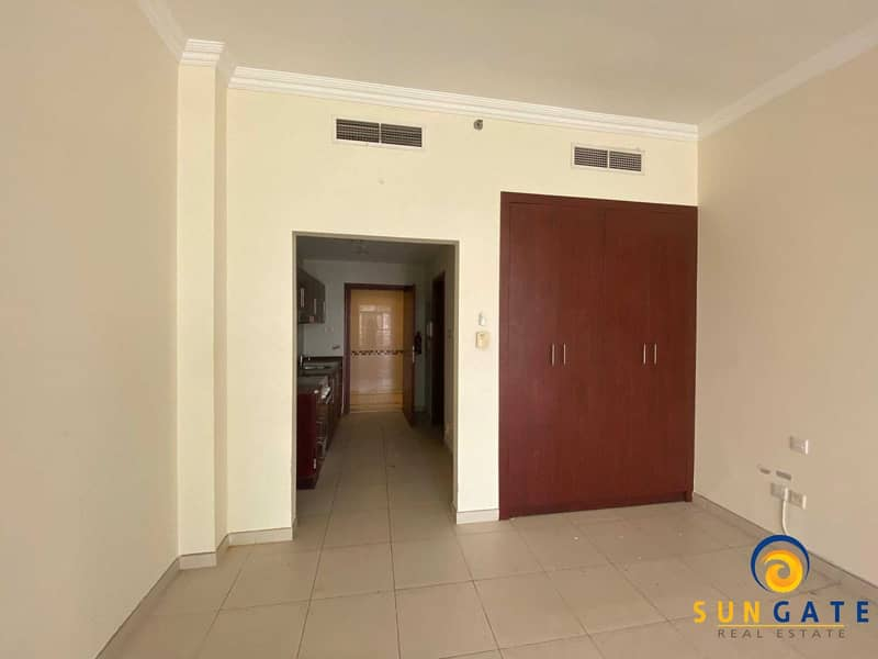 2 spacious flat with balcony built in wardrobe