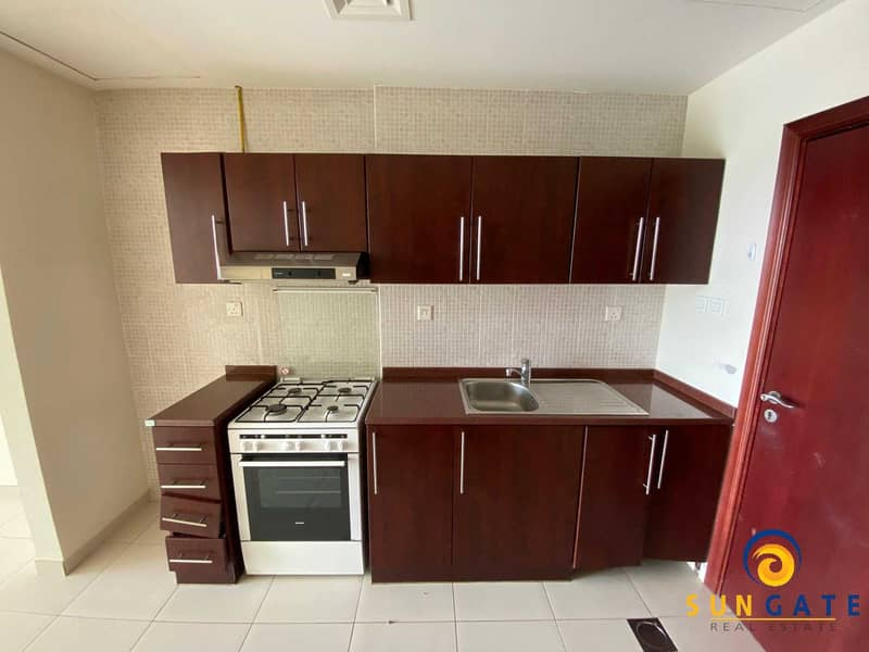 9 spacious flat with balcony built in wardrobe