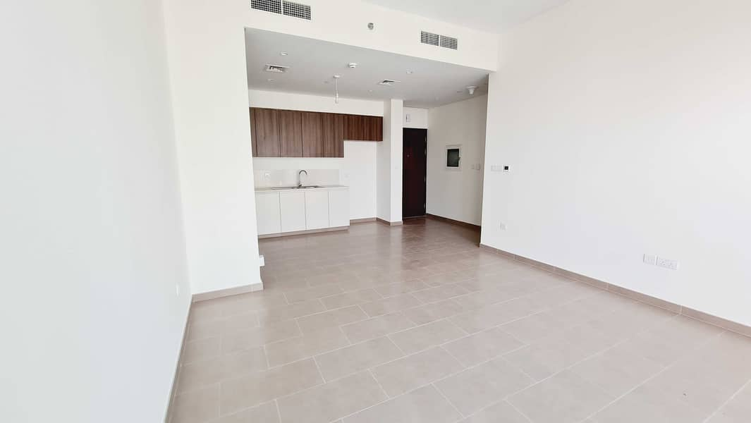Modern Style 2 Bedroom with Balcony - Park Heights 1