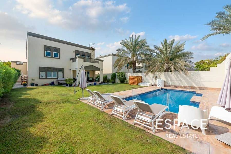 Exclusive   3BR   Pool   VIP District