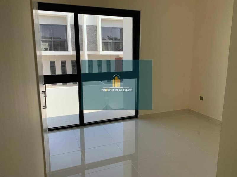 2 Corner| Large Layout| Maid Room|Multiple Options |D2 Specialist Urgent Sale
