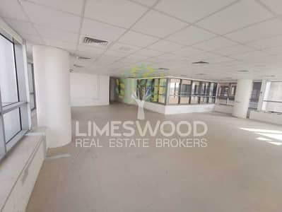 مکتب  للايجار في واحة دبي للسيليكون، دبي - Spacious and Upgraded Large Fully Fitted Office
