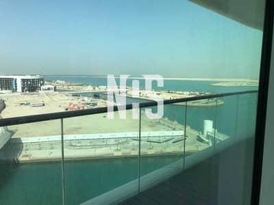 شقة 2 غرفة نوم للايجار في شاطئ الراحة، أبوظبي - شقة فسيحة وأنيقة مع بلكونة مطلة عالبحر .