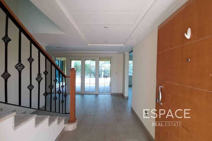 2 Beautiful Villa | VACANT END AUGUST
