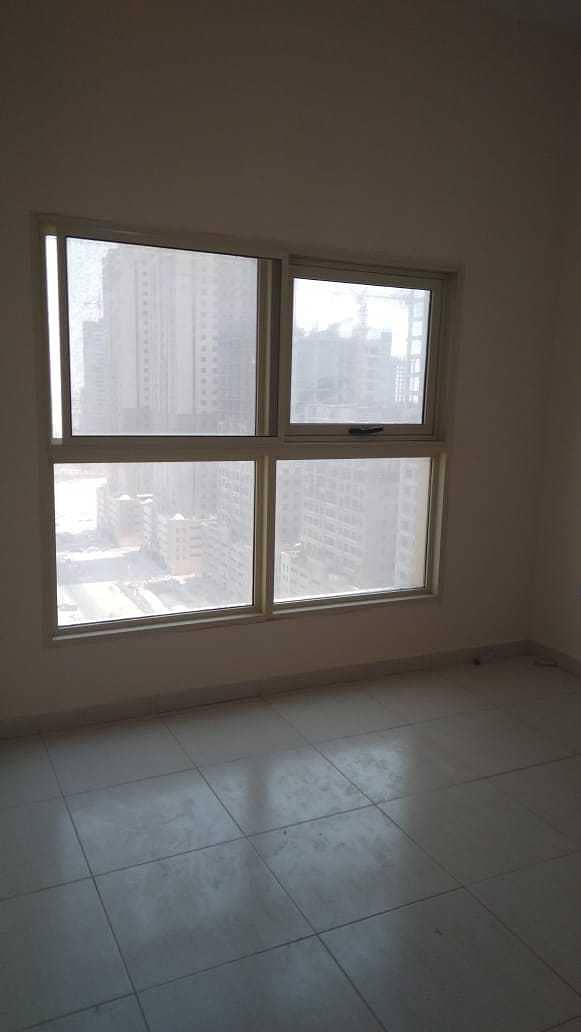 شقة في برج الزنبق مدينة الإمارات 1 غرف 165000 درهم - 5333983