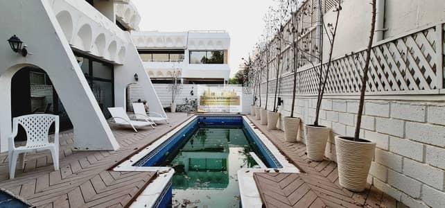 فیلا 5 غرف نوم للايجار في الخالدية، أبوظبي - Spacious Majlis w/ Big Garden and Parking Space