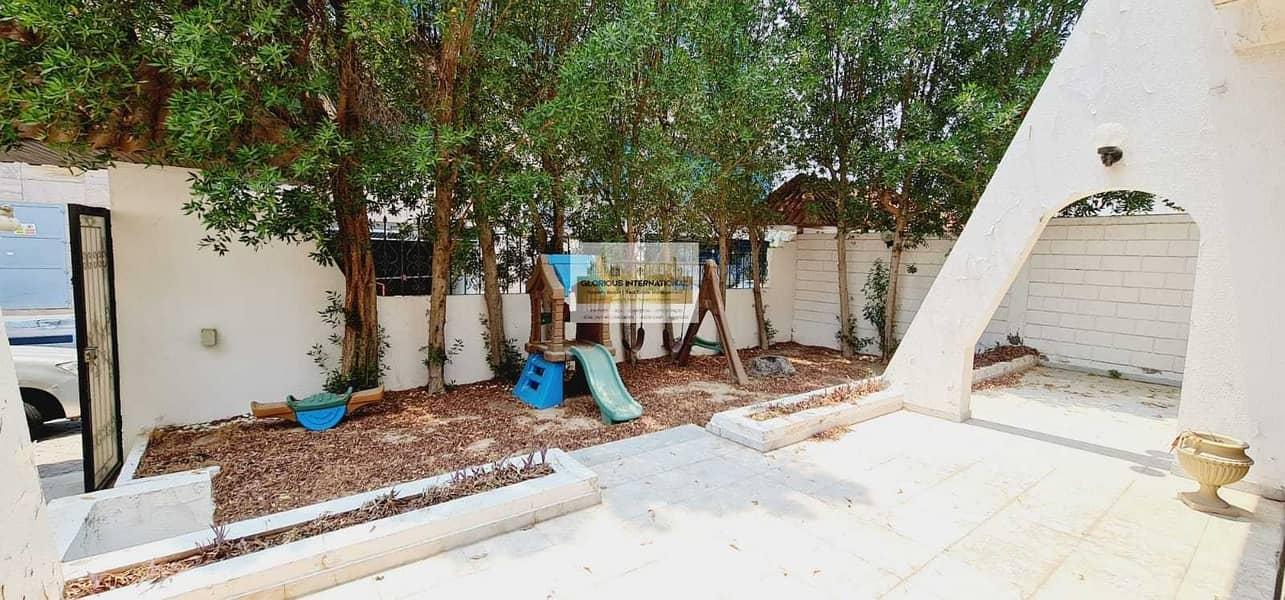 20 Spacious Majlis w/ Big Garden and Parking Space