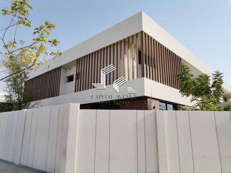 Hot Price !!! 5 BHK  Corner  Villa