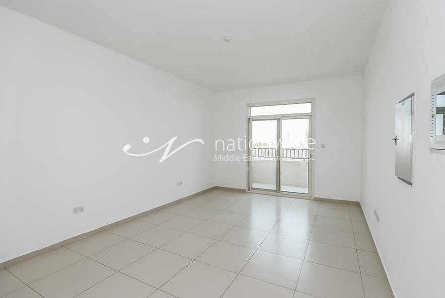 2 Vacant! A Lovely Unit Bright With Natural Light