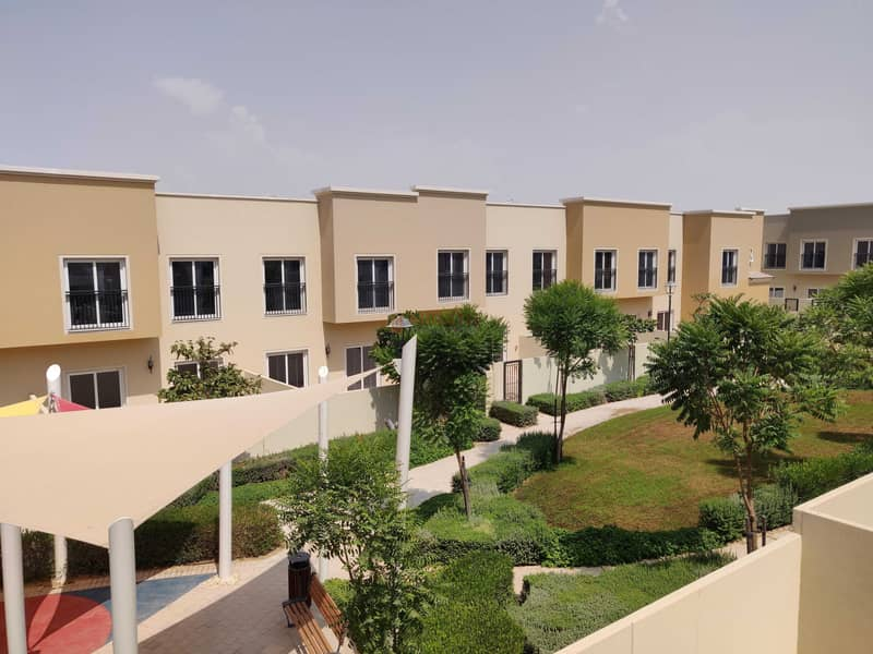 END UNIT WITH LANDSCAPED GARDEN | SINGLE ROW