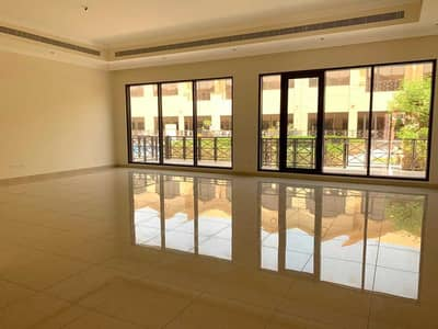 LUXURY 4 BEDROOMS COMPOUND VILLA / SHARING POOL & GYM