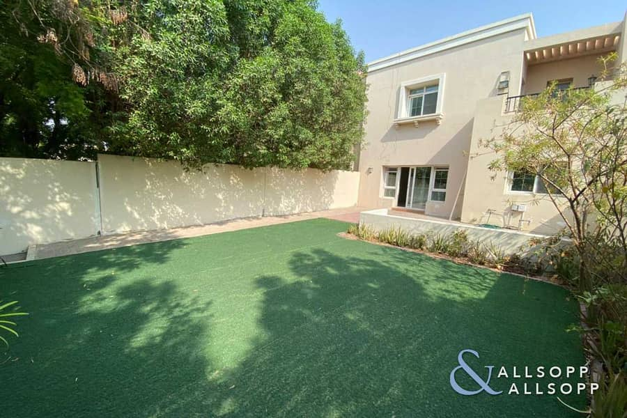 12 Vacant Now | 3 Beds | Backing Pool + Park