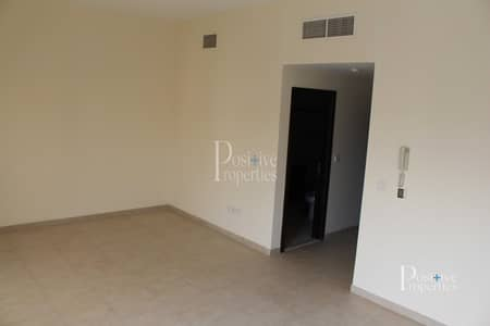 1 Bedroom Apartment for Sale in Remraam, Dubai - Vacant |1 Bedroom | Closed Kitchen | Ready to Move