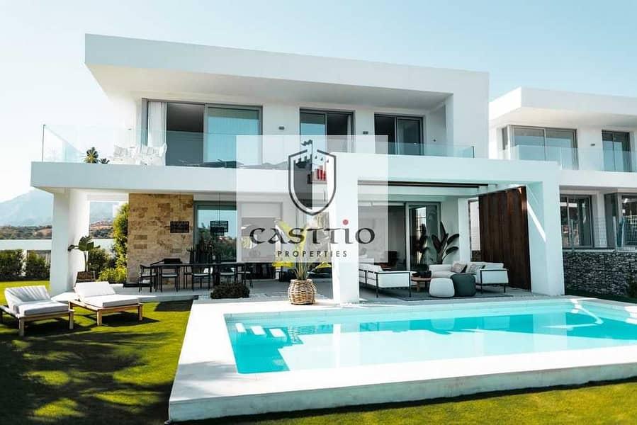Luxurious 4 bedroom villa plus maid room with huge plot!! (WAIT YOU)