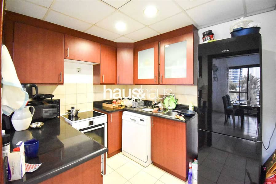 2 Beautiful 2 bed | Large unit | Bright and cosy