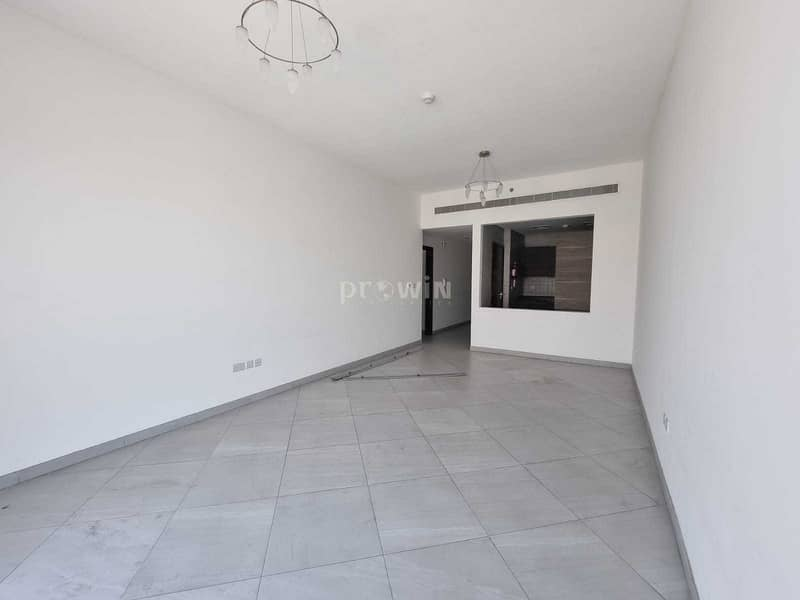 Very Beautiful 1 Br Apt | Large Layout |Great Amenities | Call Now !!!