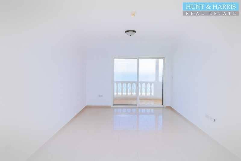 2 Fantastic Sea Views - Two Bedroom Apartment - High Floor