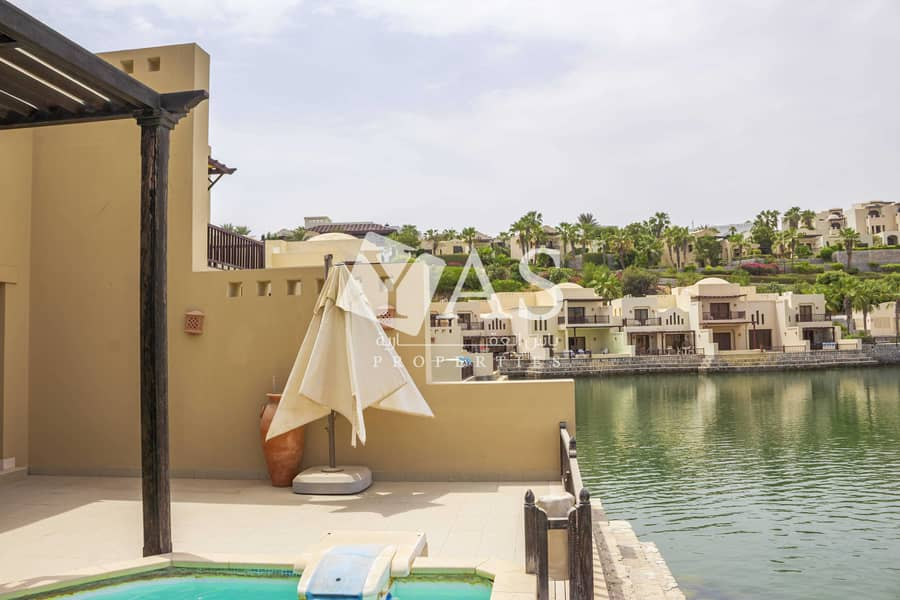 Iconic Waterfront | Private swimming pool