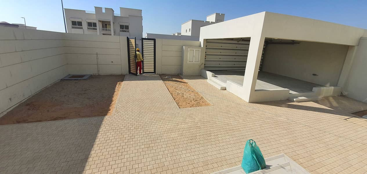 2month free / lavish new 3bhk villa with maids, two parking, 8000sqft rent 80k in 4chqs