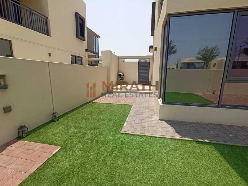 19 Very Close to Pool | 5BR + Maid's Room | Vacant