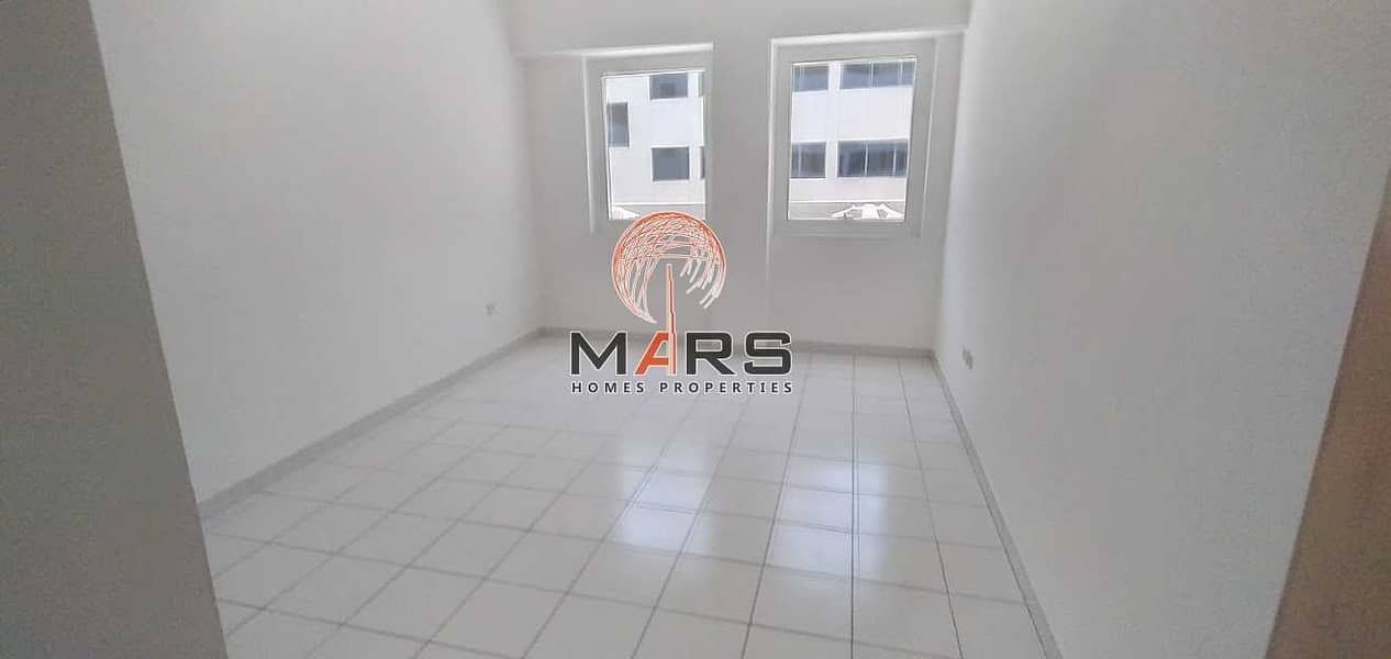 2 1 bedroom flat near Dubai Mall Metro with 2 months free