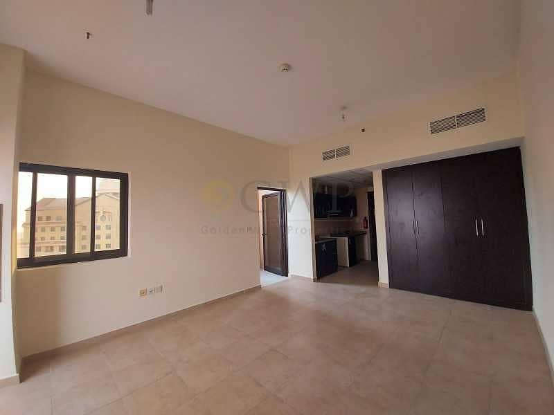 2 Large Studio 500 Sqft - Chiller Free - Open View - 2 Balcony