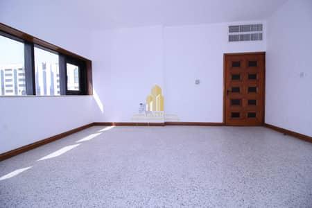 شقة 2 غرفة نوم للايجار في شارع النصر، أبوظبي - Special price 2BR!!| balcony and prime location.