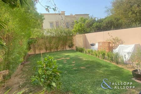 فیلا 2 غرفة نوم للبيع في الينابيع، دبي - Vacant On Transfer | Upgraded | 2 Bedroom