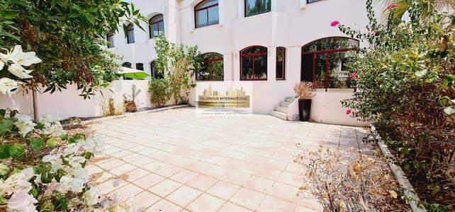 فیلا 6 غرف نوم للايجار في الخالدية، أبوظبي - Well Priced! Big Lovely Garden! 6BHK in Khalidiya