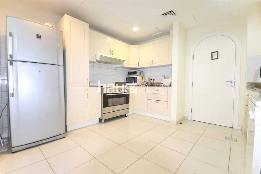 2 Great Location   Vacant On Transfer  Close To Pool