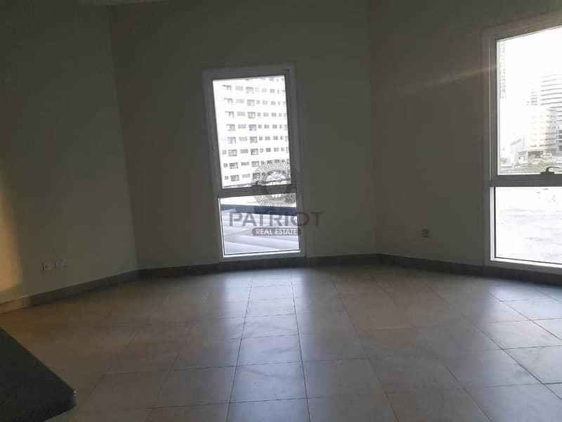 Chiller Free Studio / Front Of Metro / Vacant / Open View / Bright