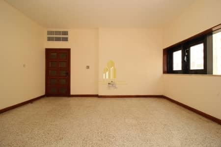 شقة 2 غرفة نوم للايجار في شارع النصر، أبوظبي - AFFORDABLE 2 BR ! | Great location with almost all facilities !